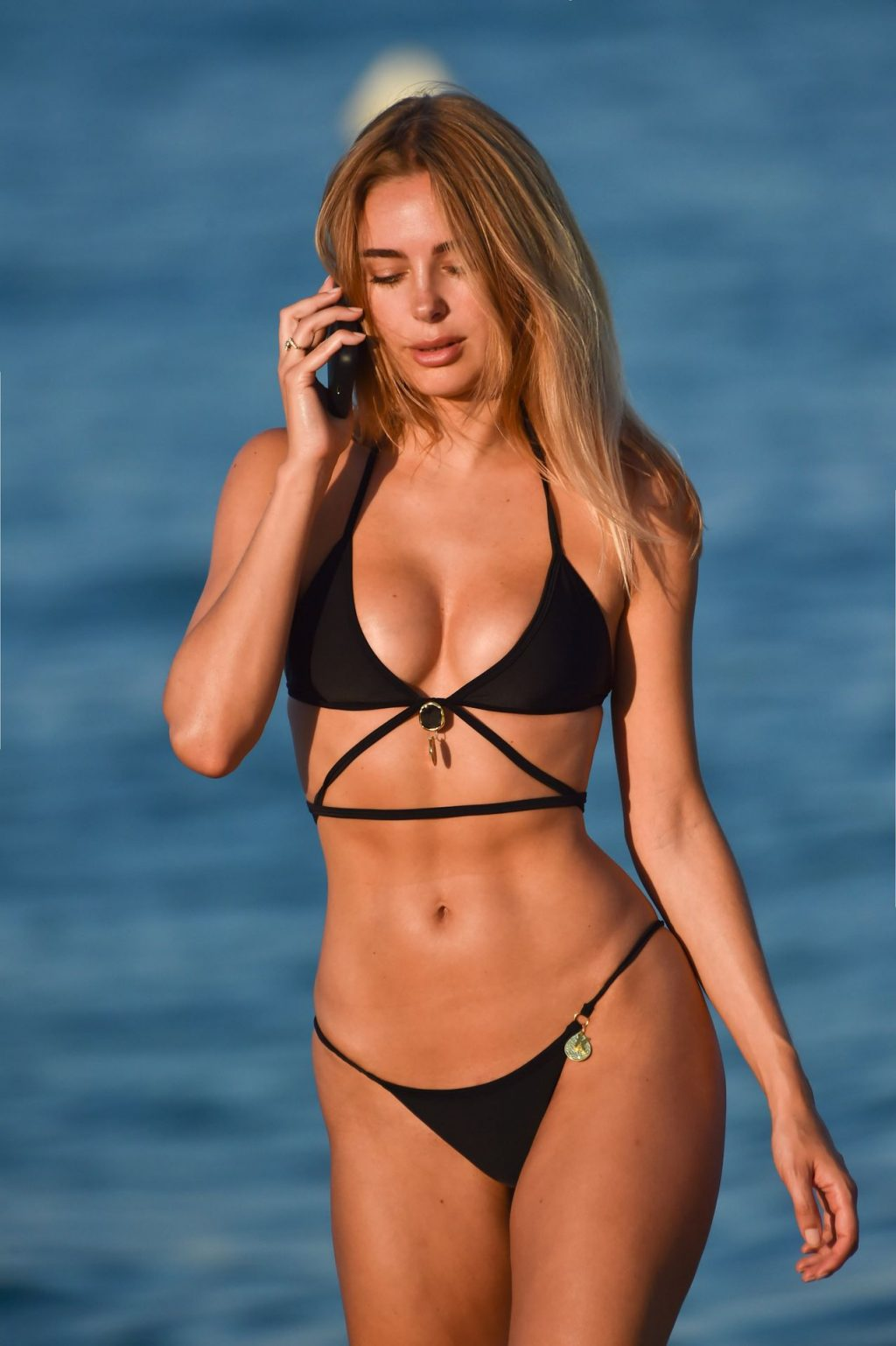 Kimberley Garner Hits The Beach On A Recent Holiday In Miami (14 Photos)
