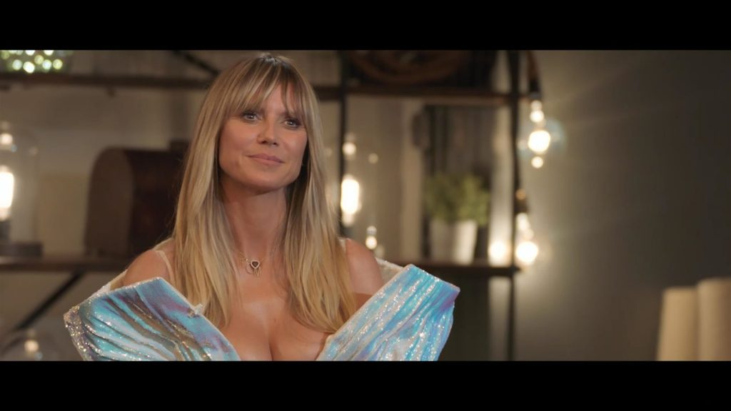 Heidi Klum Shows Off Her Great Cleavage (23 Pics)