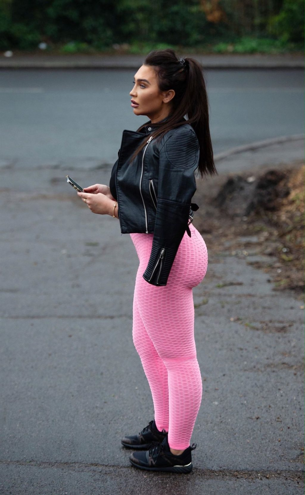Curvy Lauren Goodger Leaves Her House in Chigwell (17 Photos)
