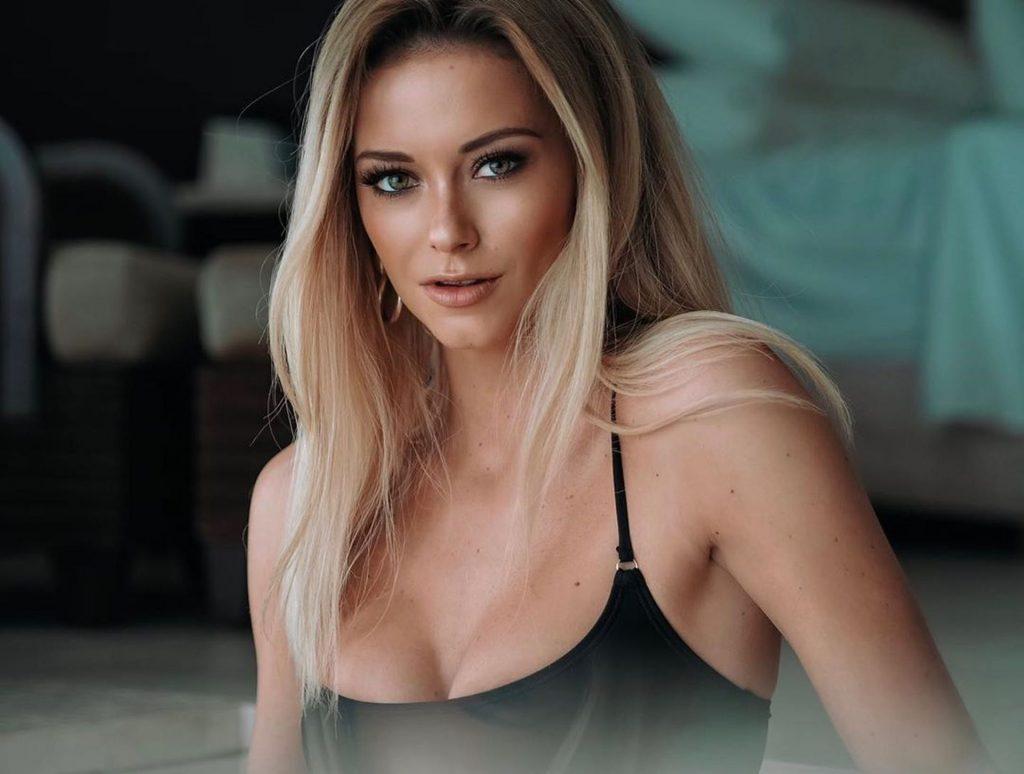 Olivia Bentley Sexy & Topless (14 Photos)