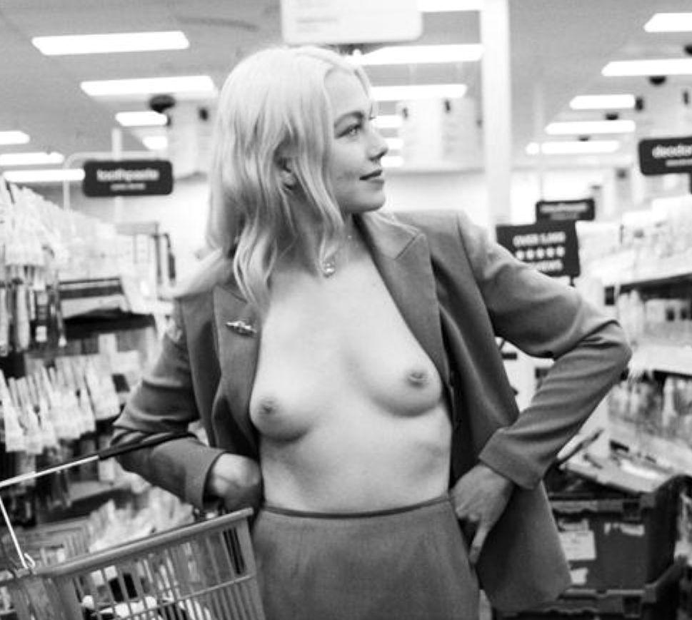 Phoebe Bridgers Nude (2 Photos)