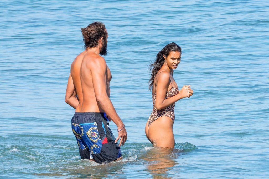 Lais Ribeiro & Joakim Noah Enjoy a Beach Day in Malibu (37 Photos)
