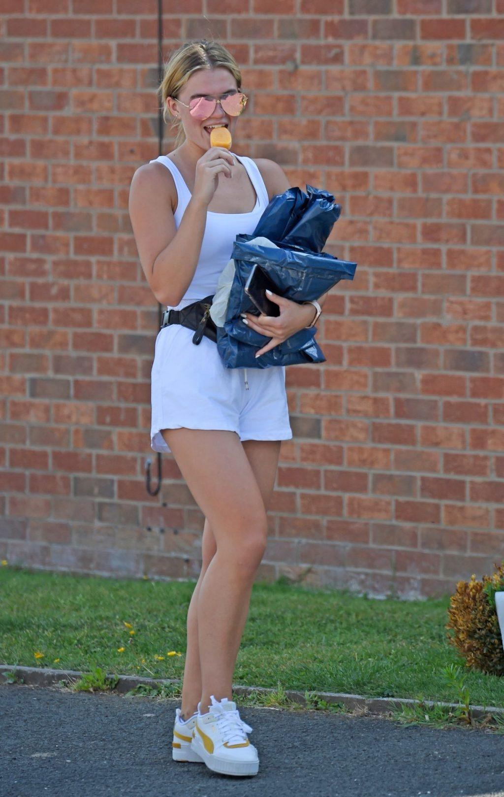 Leggy Molly Smith Enjoys the Manchester Sunshine (40 Photos)