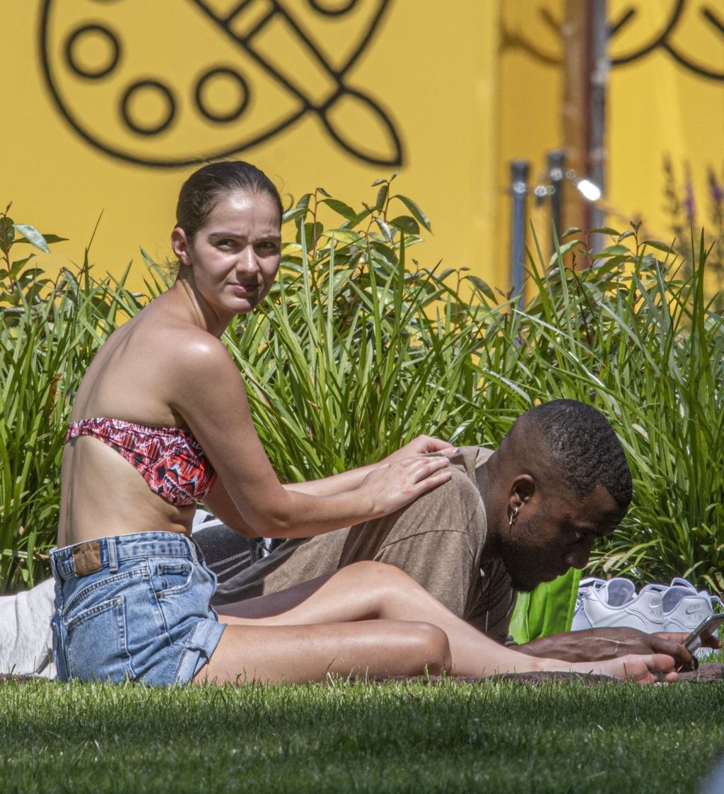 Siannise Fudge & Luke Trotman Enjoy a Massage Session in the Park (33 Photos)