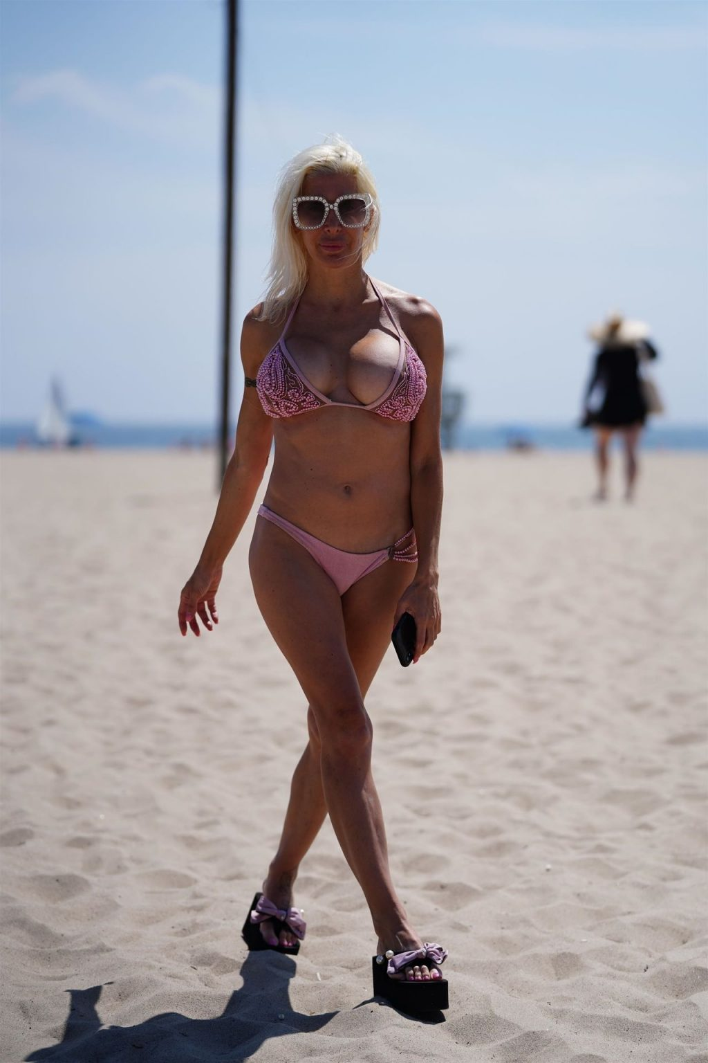 Frenchy Morgan Joins Ricky Rebel for Coffee and a Walk on the Beach (53 Photos)