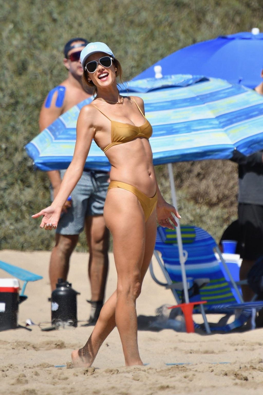 Sexy Alessandra Ambrosio Plays Volleyball with Friends (102 New Photos)