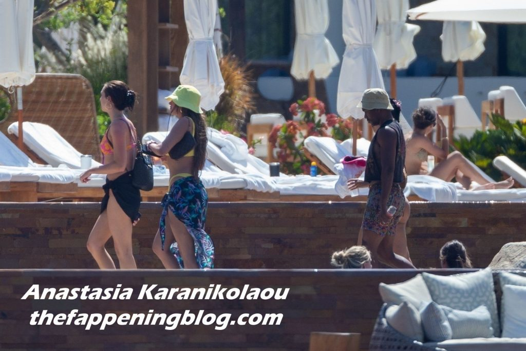 Stassiebaby Cools Off at the Hotel Pool During Her Vacation in Cabo San Lucas (21 Photos)