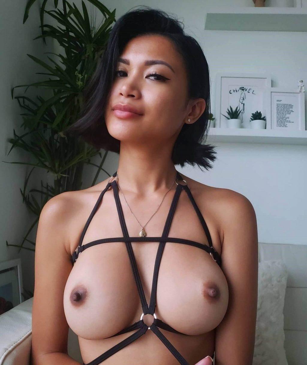 Chanel Uzi Nude (20 Photos)