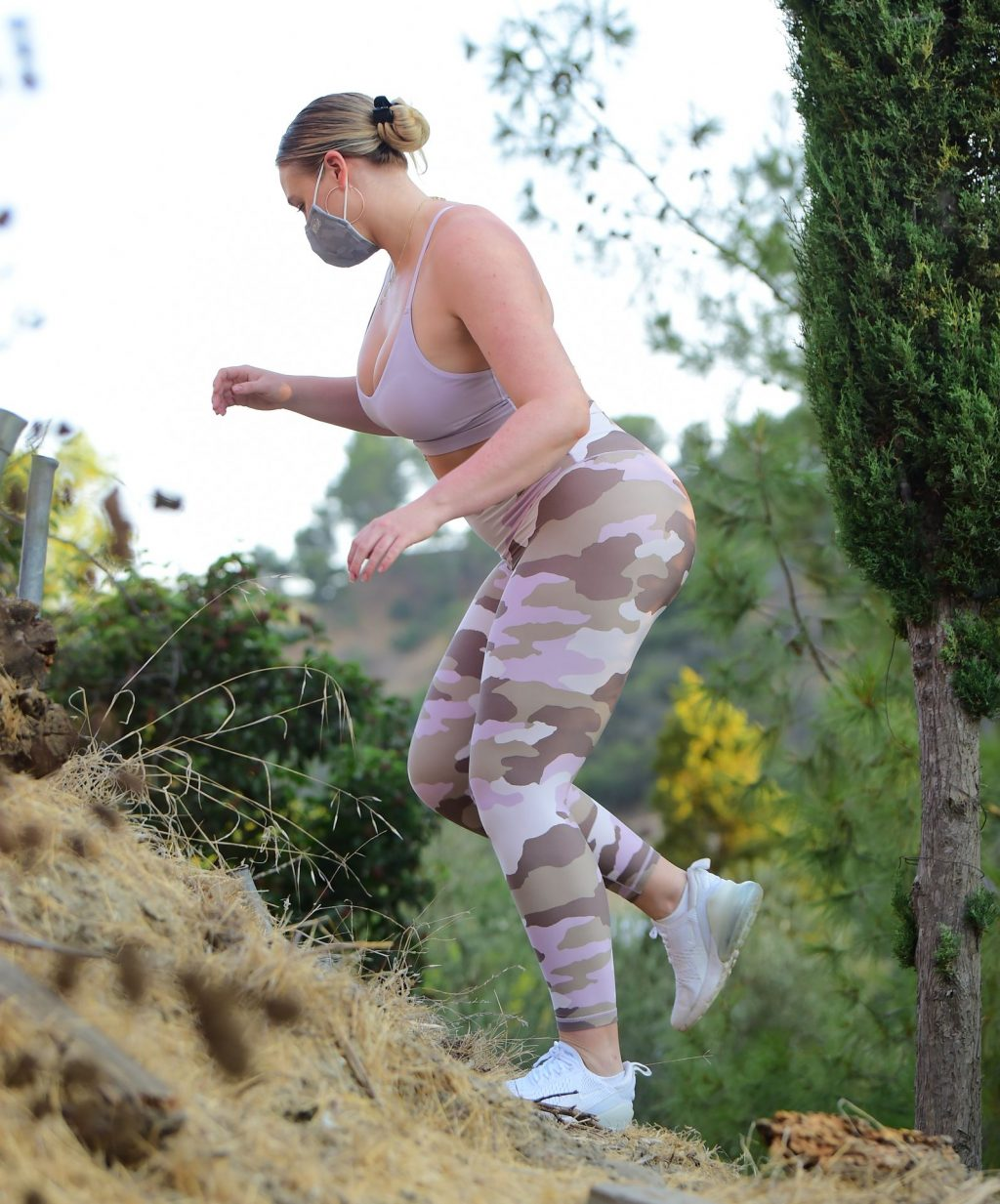 Iskra Lawrence Works Up a Sweat as She Takes a Hike in Los Angeles (36 Photos)