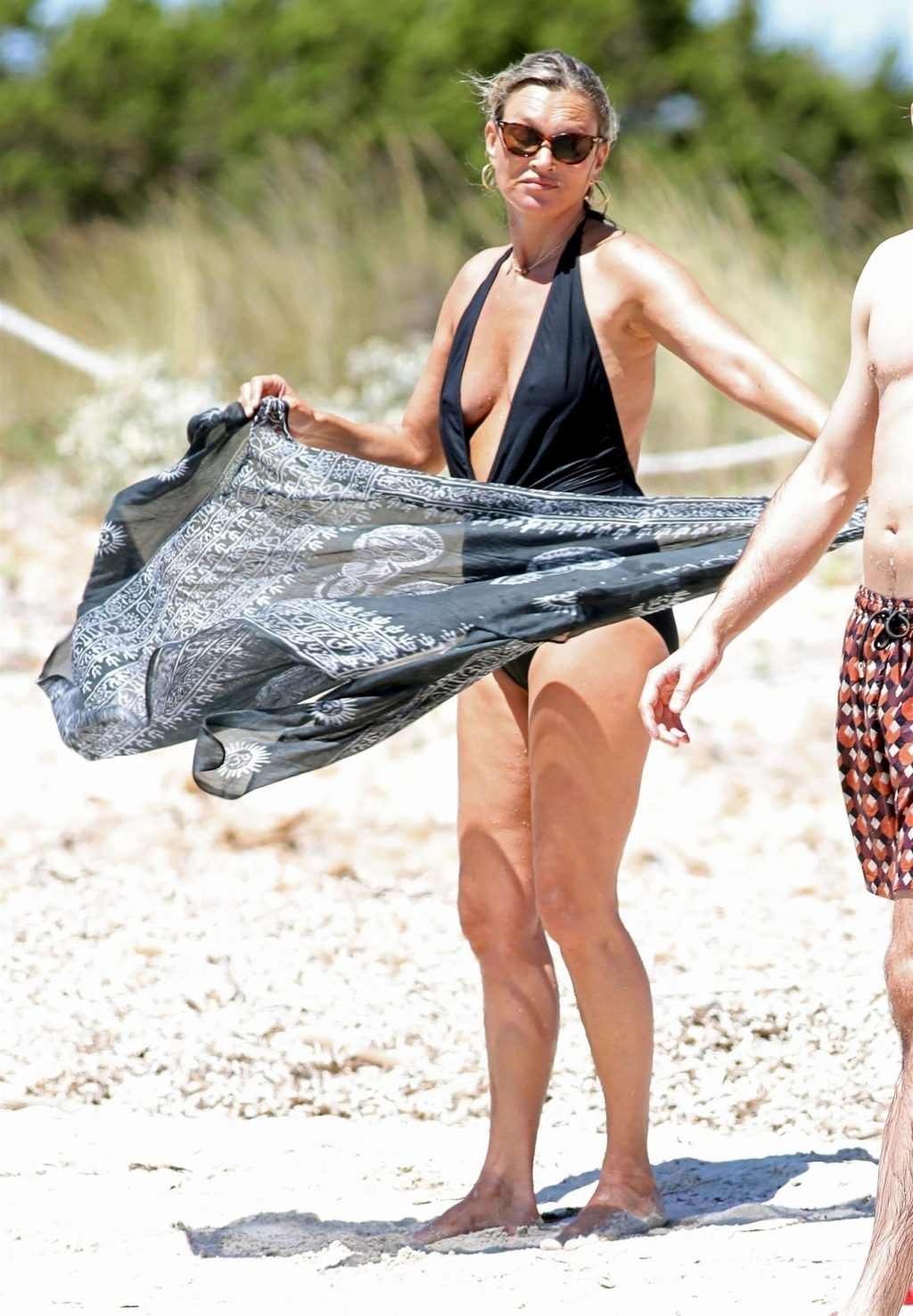 Kate Moss Shows Off Her Nude Tits on the Beach (74 Photos)