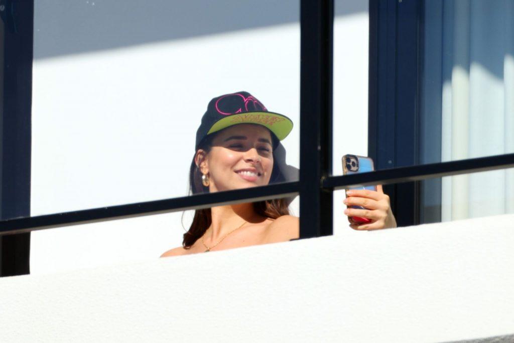 Monika Radulovic Enjoys a Sunny Day in Sydney (50 Photos)