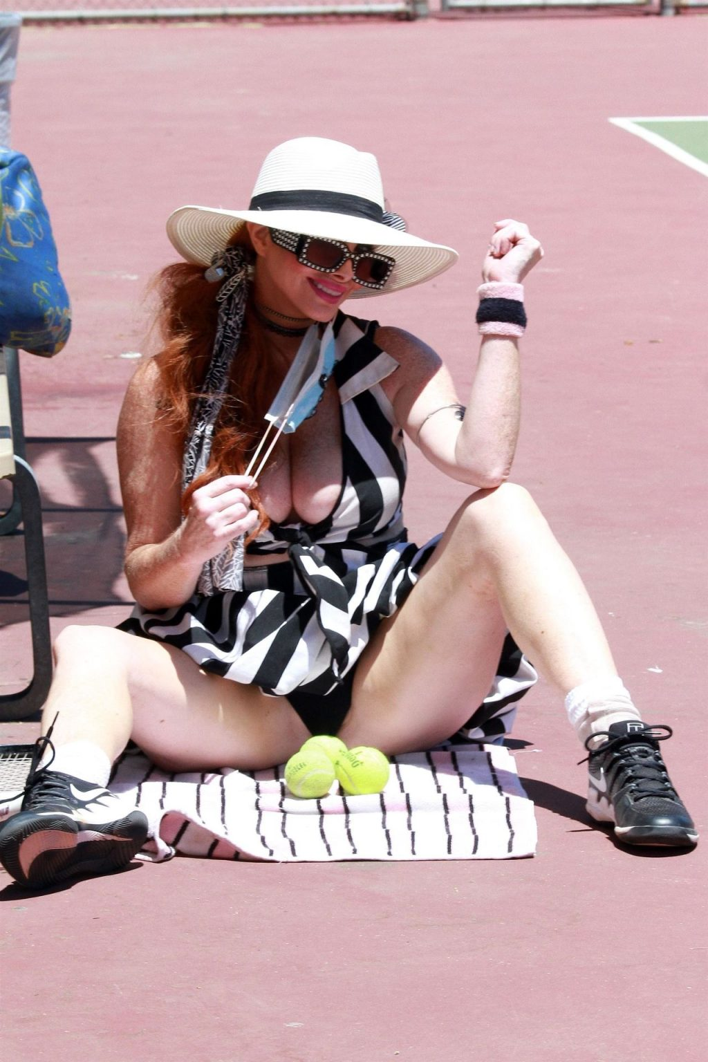 Phoebe Price Shows Off Her Stretching Skills in LA (71 Photos)
