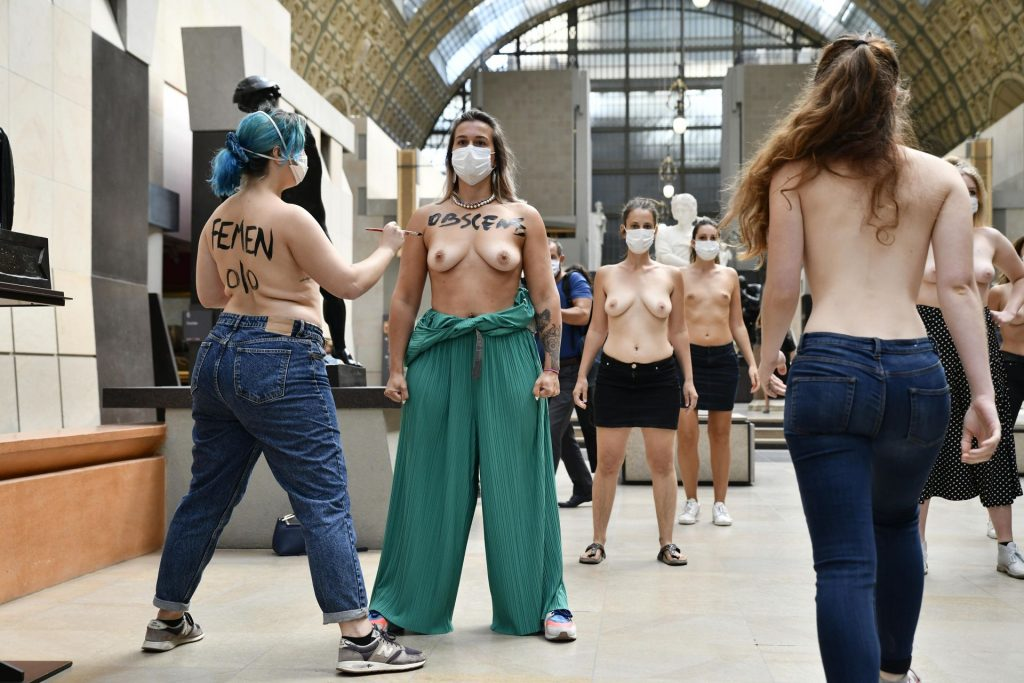 Naked Women Participate in the Campaign at the Musee d'Orsay (14 Photos)