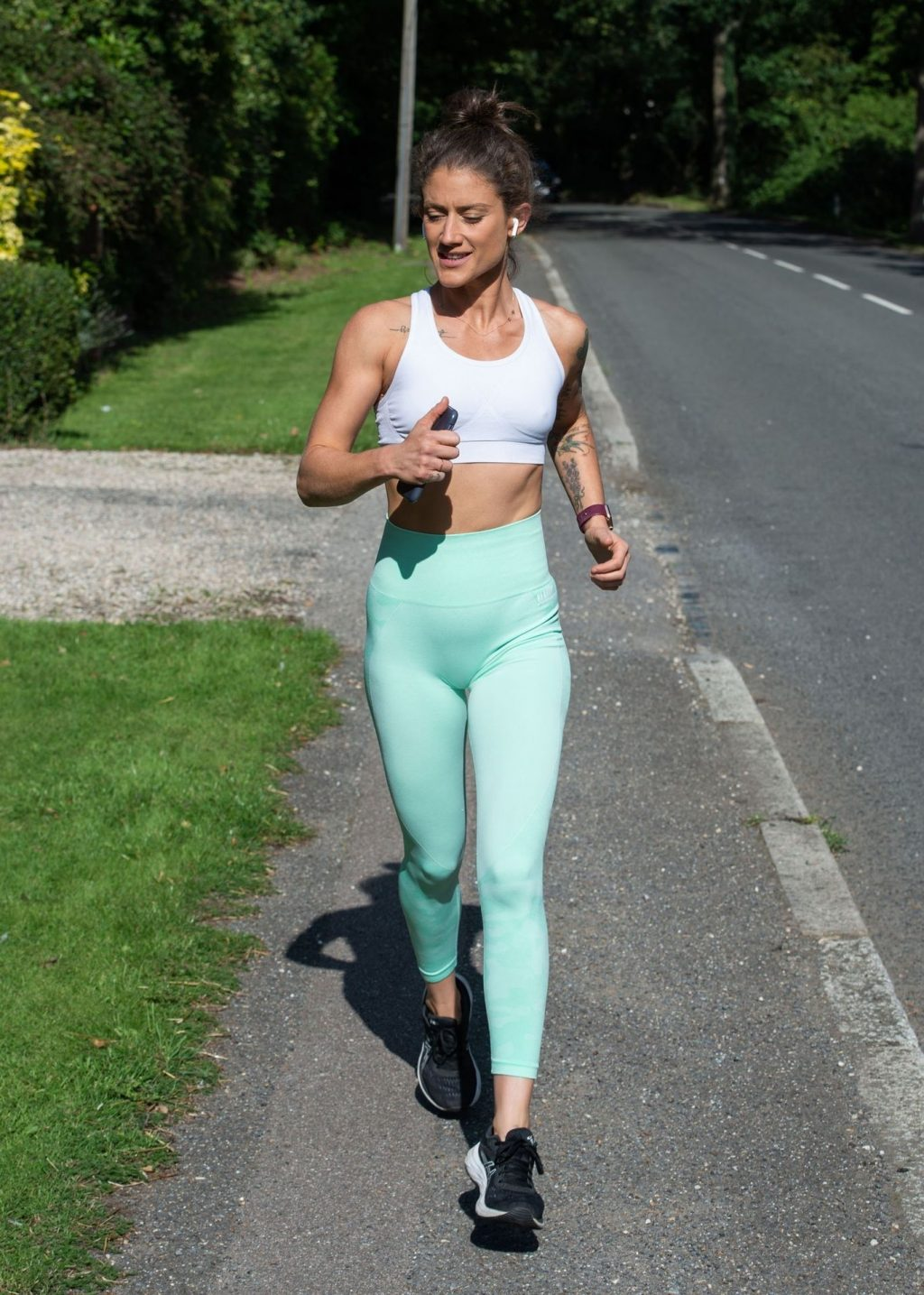 Katie Waissel Shows Off Her Amazing Abs in London (10 Photos)