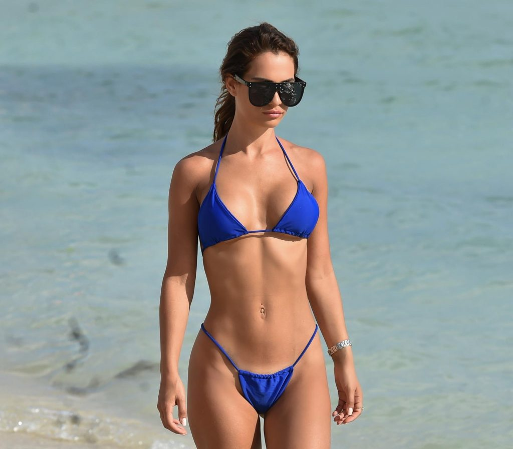 Nicole Bass Shows Off Her Sexy Body on the Beach (14 Photos)