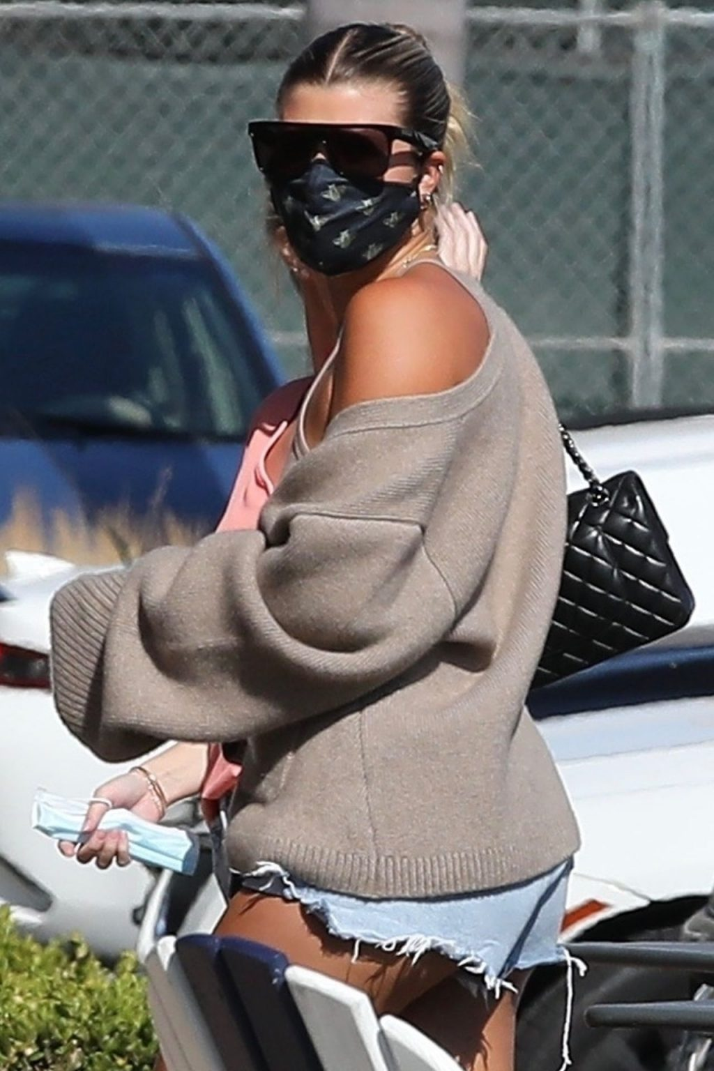 Leggy Sofia Richie Shops with Friends at the Malibu Country Mart (Photos)