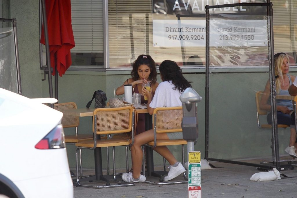 Chantel Jeffries Enjoys a Late Lunch with a Friend in Beverly Hills (31 Photos)