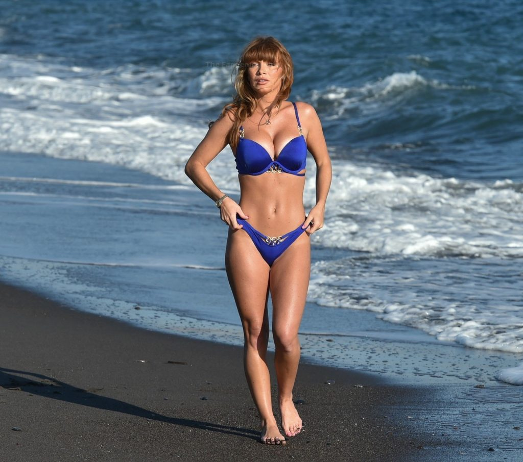 Summer Monteys-Fullam Takes a Break as She Enjoys A Day on the Beach in Santorini (20 Photos)