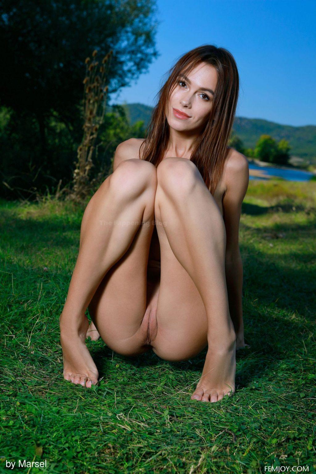 Alice Wonder Nude – Bewitching (20 Photos)