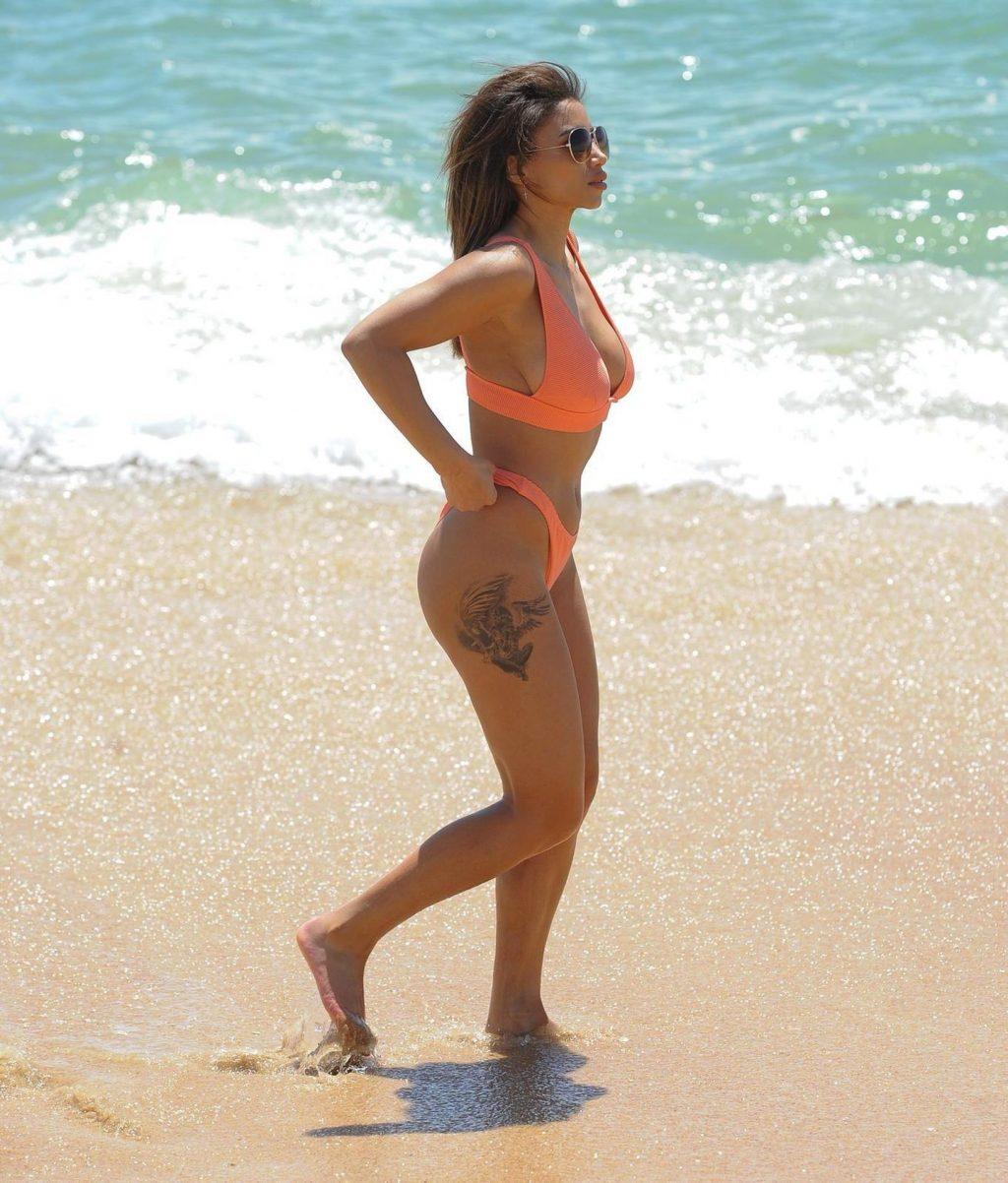 Kayleigh Morris is Seen Enjoying a Break on the Beach (20 Photos)