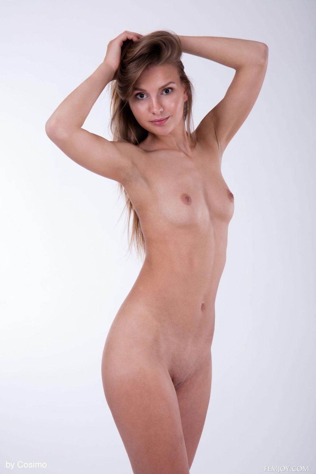 Lara Sugar Nude (17 Photos)