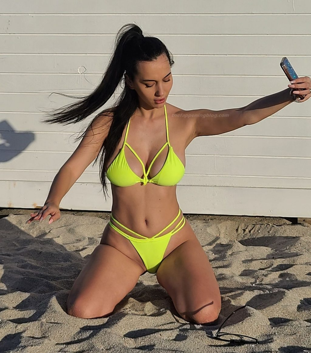 Iva Kovacevic Shows Off Her Curves on the Beach (37 Photos)