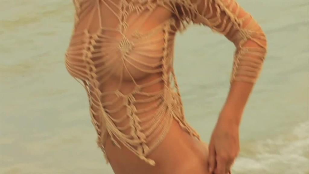 12 Hot Bikini Pictures of Bar Refaeli