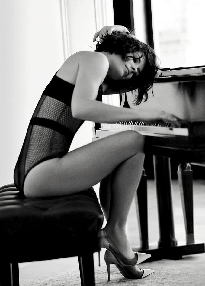 Evangeline Lilly Sexy Photoshoot