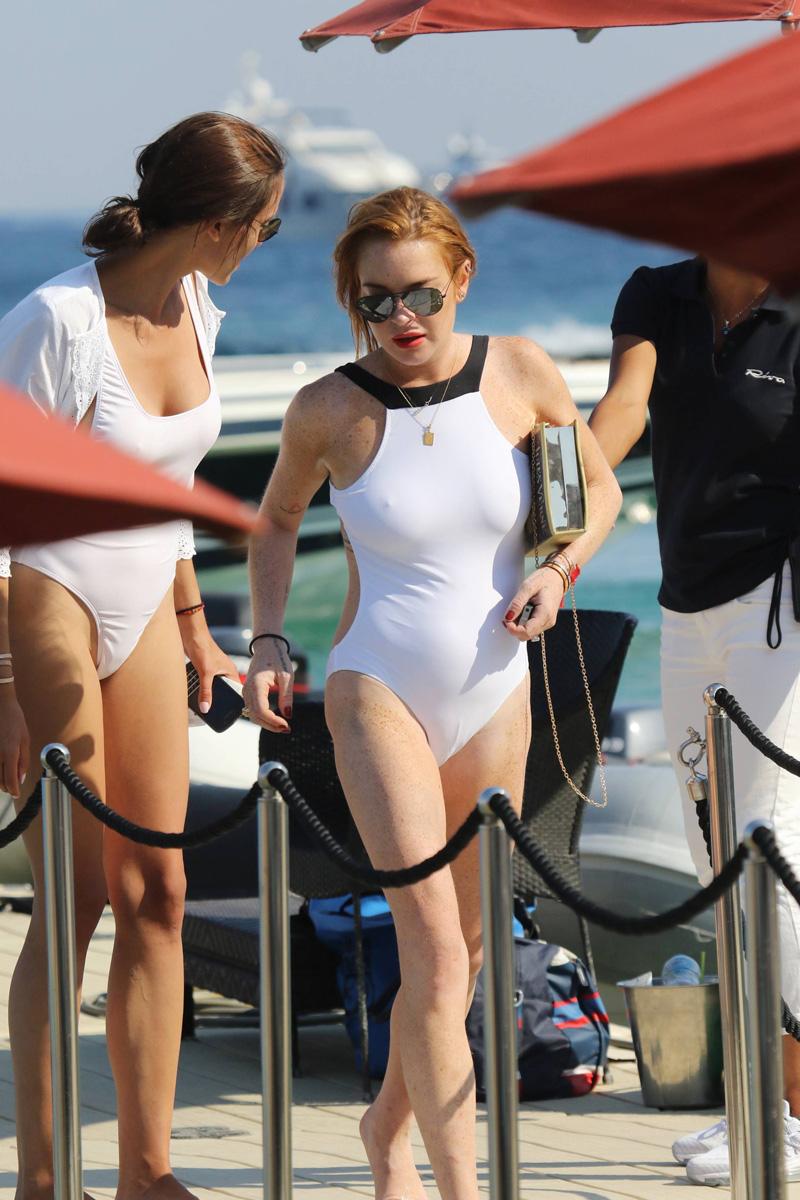 Lindsay Lohan Cameltoe & Pokies pics