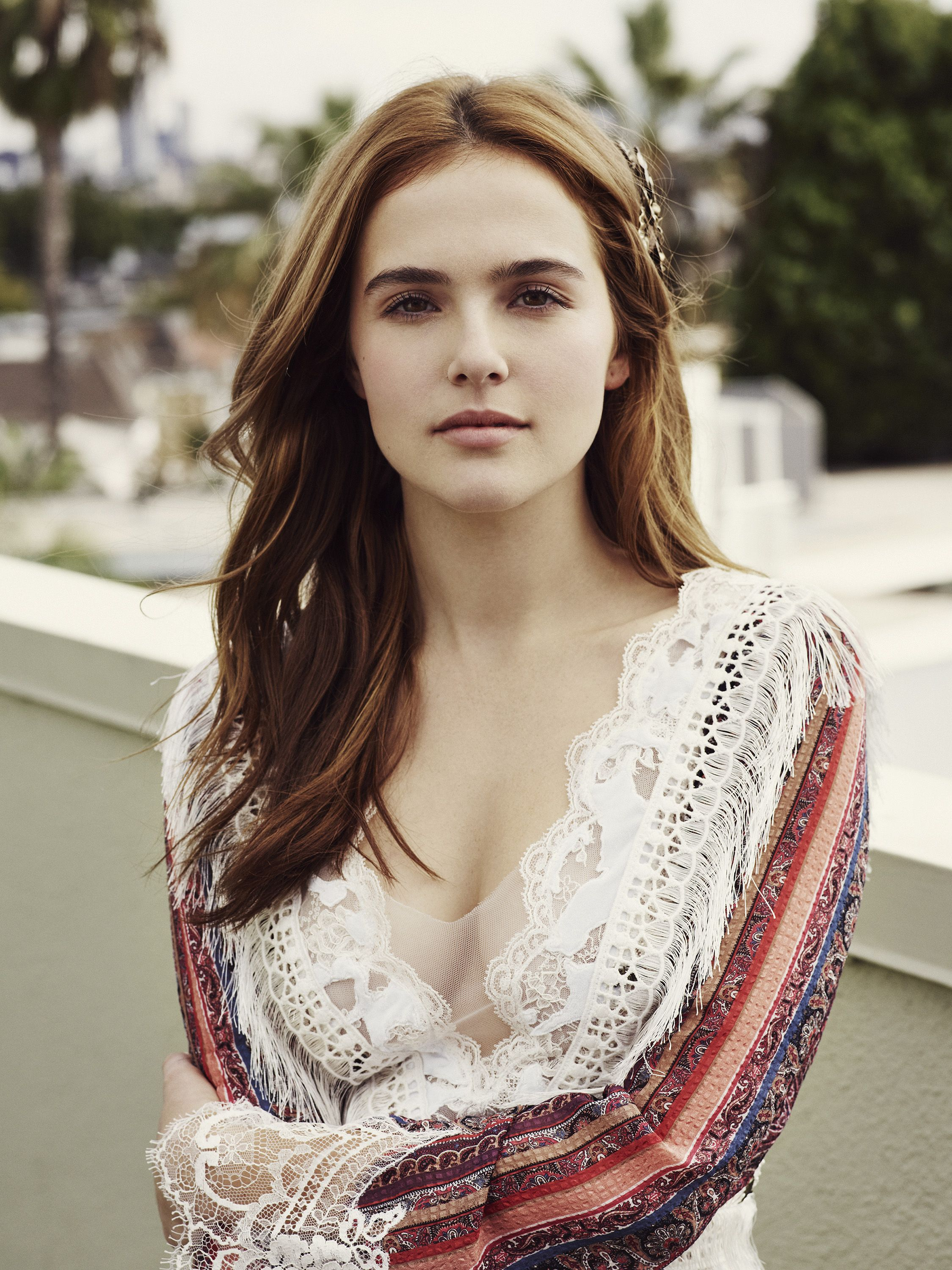 Sexy pic of Zoey Deutch