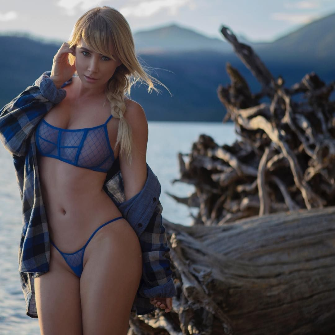 Sexy Photos of Sara Jean Underwood