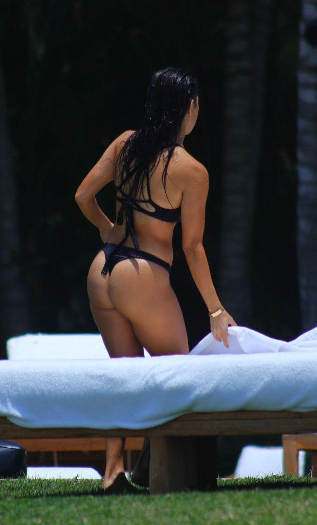 Kourtney Kardashian Makes This The Sexiest Siesta