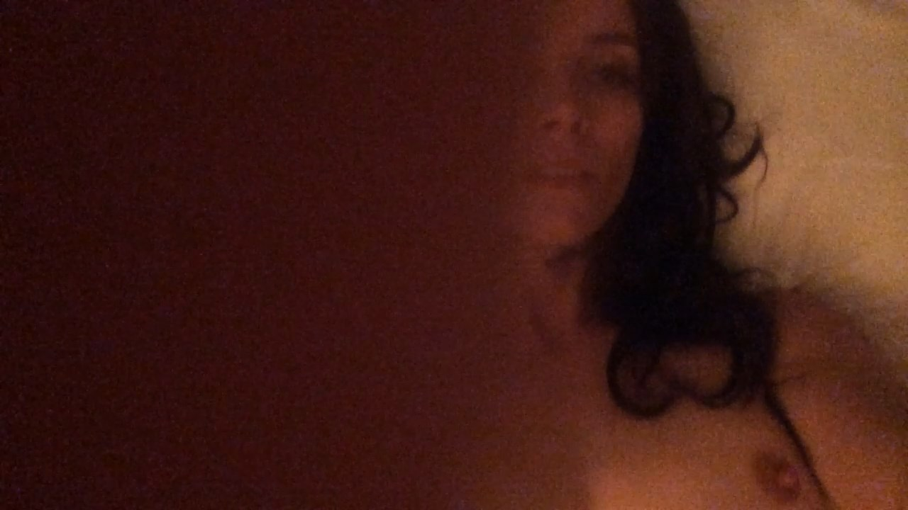 Abigail Spencer Masturbating On A Bed (Leaks – AGAIN)
