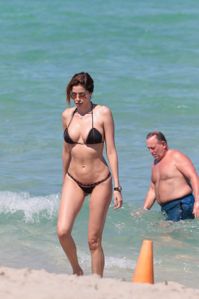 Aida Yespica Proves That Size Actually Matters