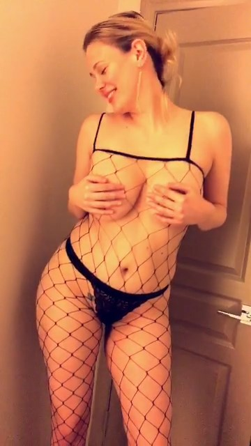 Maitland Ward Gets Topless For All The Fans
