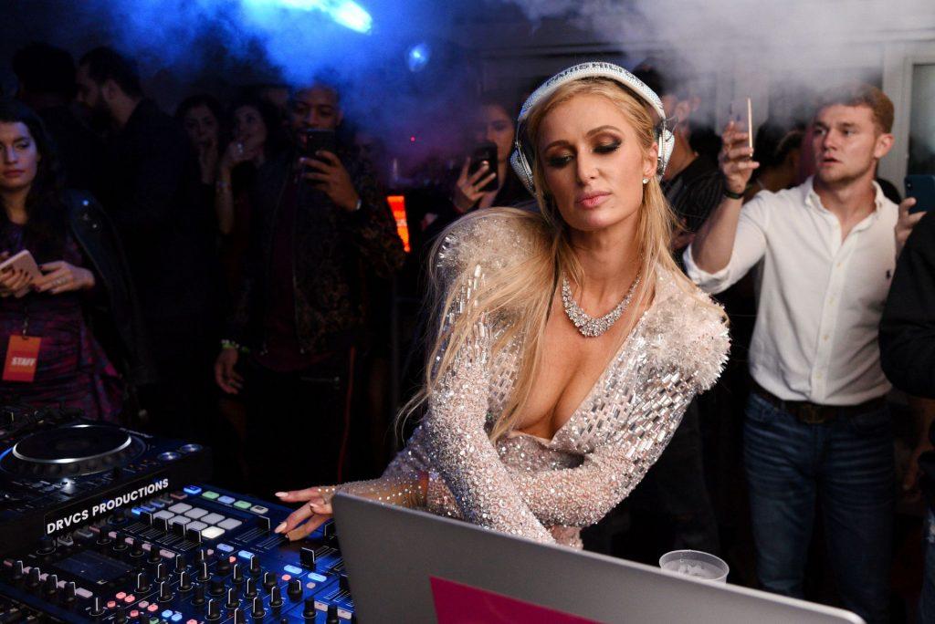 Paris Hilton Cleavage