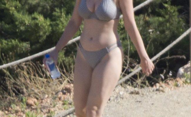 Busty Superstar Katy Perry Showing Her Bikini Body In