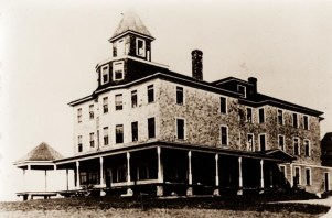 45 Room Hotel, burnt in 1915