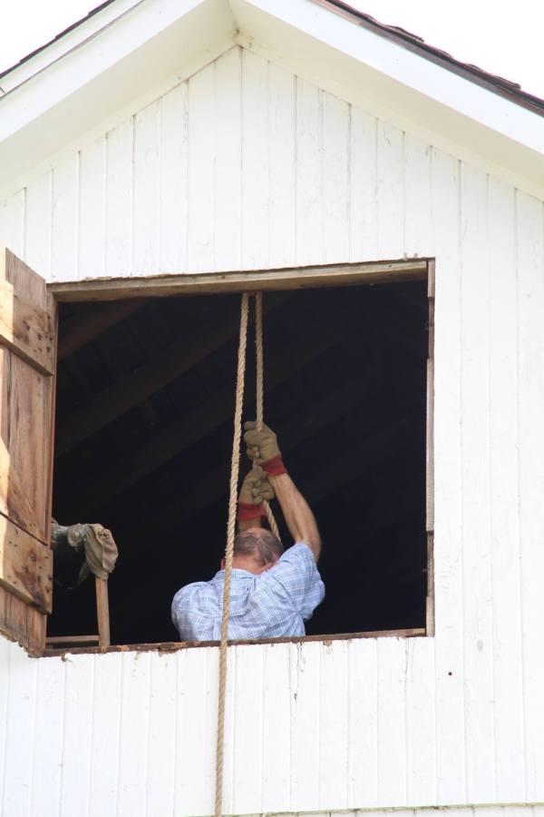 Barn Quilt Raising via thefarmerslife.com