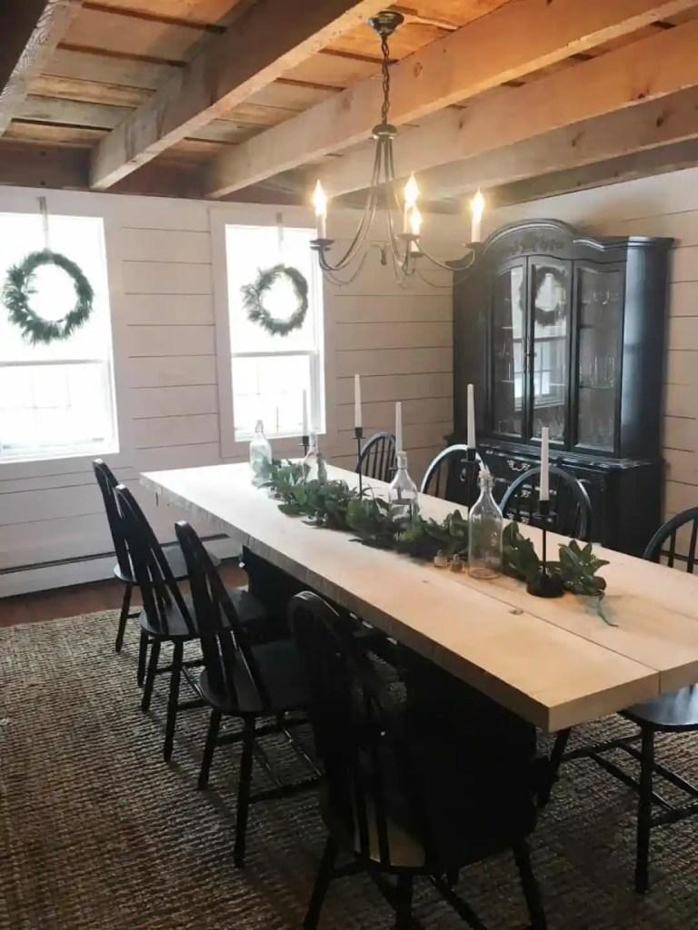 table with Christmas garland.