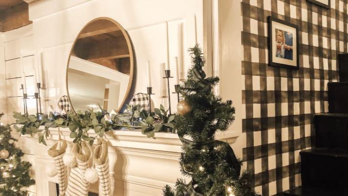 Decorating your mantel – Christmas edition!