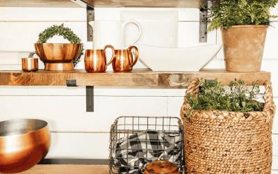 Easy DIY farmhouse openshelves
