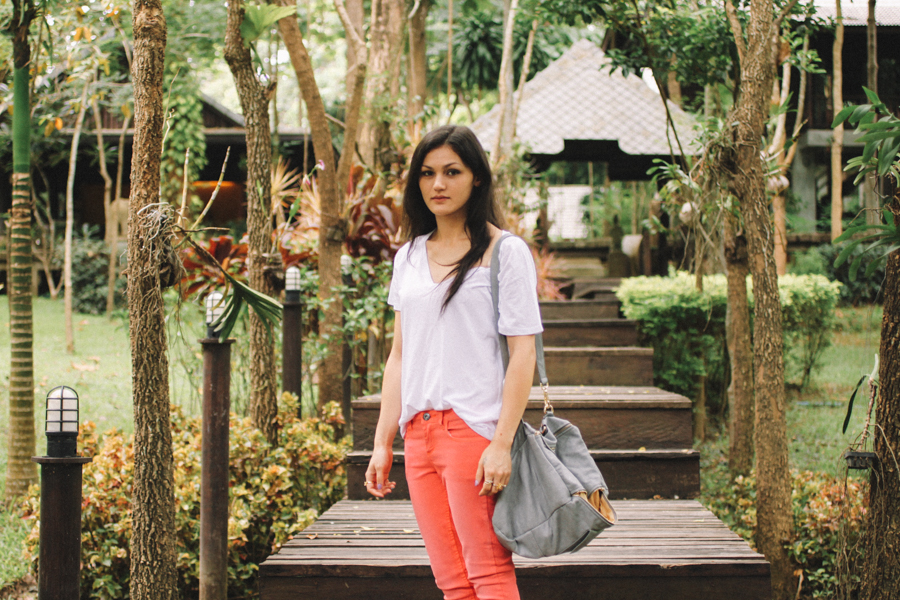 Thai fashion blogger in Chiang Mai. Fluoro pink skinny jeans outfit.