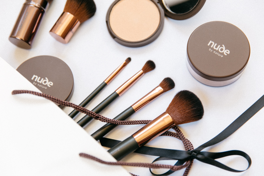 Nude By Nature makeup brushes set.