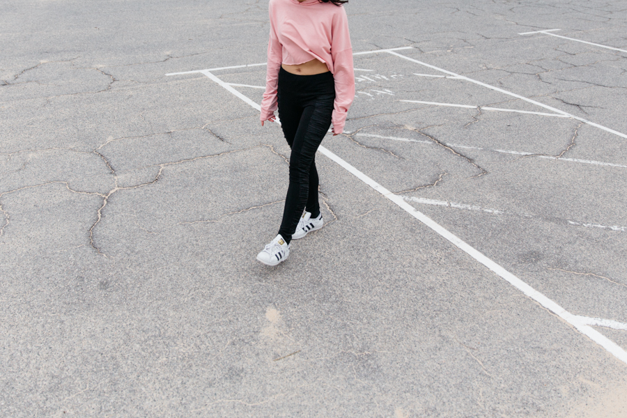 Perth fashion blogger in pink crop hoodie.