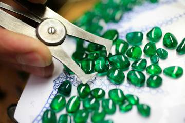Selecting gemstones