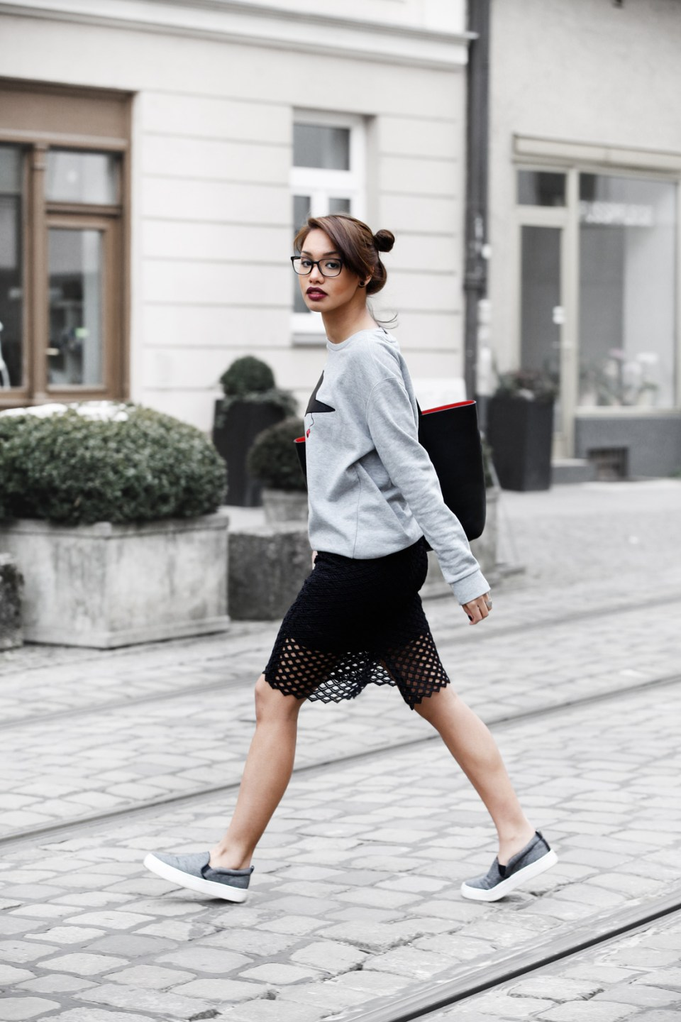 DIANABUENGER-MODEBLOG-FASHIONBLOG-STYLEBLOG-QUANTUMCOURAGE-SPONSORED-ZARA-OUTFITPOST-LOOK-SKIRT-CUTOUT-STREETSTYLE-BLOGGER-MUNICH-MUENCHEN-FASHIONBLOGGER-3