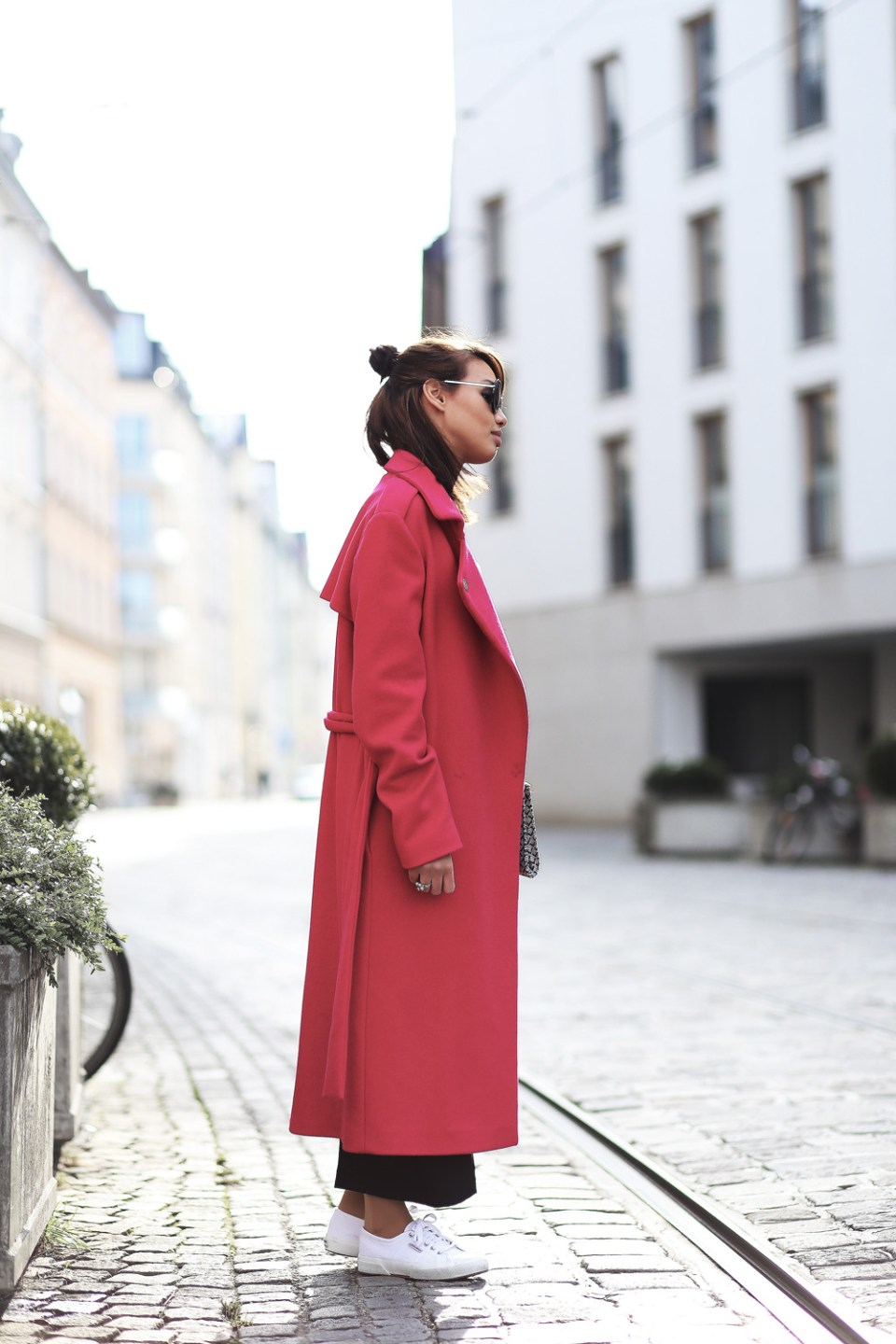 PINK-MANTEL-COAT-LACE-OVERALL-CULOTTES-SUPERGA-ZARA-THEFASHIONANARCHY-LOOK-STYLE-OUTFIT-SNEAKER-BLACK-SPITZE-FASHIONBLOG-MODEBLOG-STYLEBLOG-MUNICH-DIANABUENGER-8