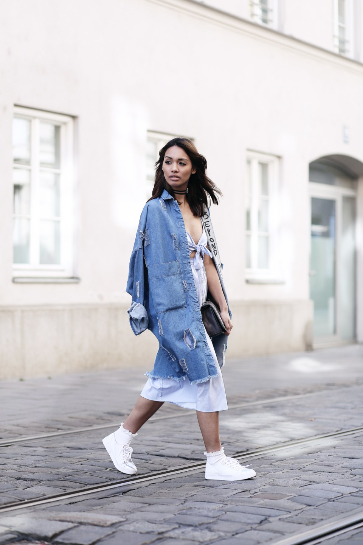 cutoutdress_zara_denim_jeans_mantel_blusen_kleid_white_blue_muenchen_modeblogger_styleblogger_fashionblogger_fashionblog_munich_thefashionanarchy_3