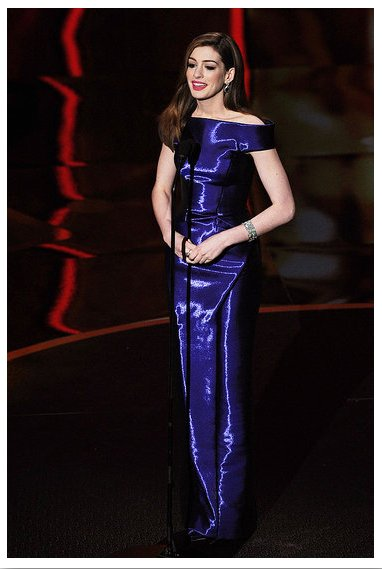 Anne Hathaway hosts Oscar Awards wearing Armani Prive